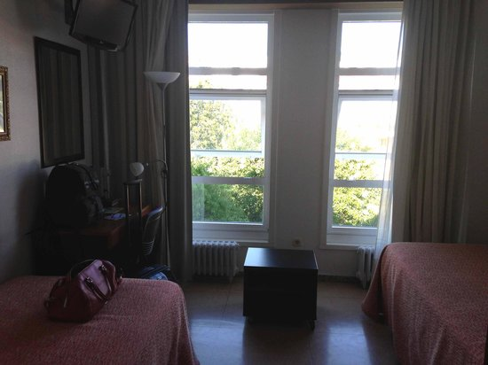 Hostal La Salle: the room