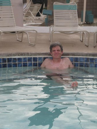 Desert Hot Springs Spa Hotel: Enjoying hot tub