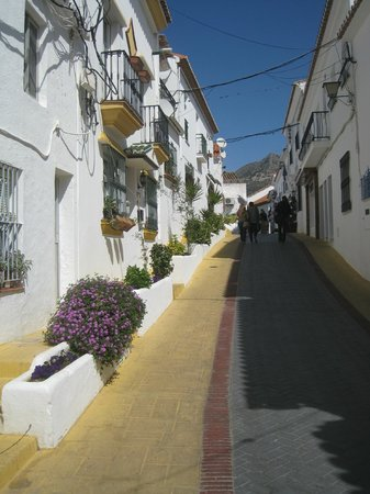 Benalmadena Pueblo (The Old Village) : Typical old town streets