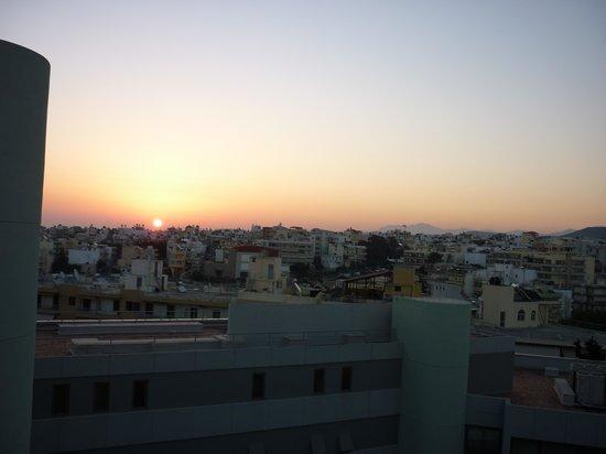 Galaxy Hotel Iraklio: sunrise from hotel balcony