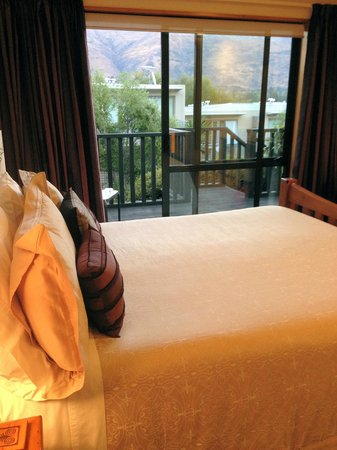 Wanaka Springs Lodge: Bedroom with a view!