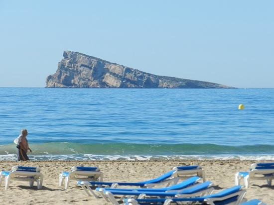 Sandos Monaco Beach Hotel & Spa: the nearest part of the beach with Benidorm Island