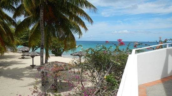 Grenadian by Rex Resorts: View of the beach