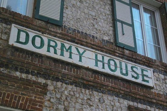 Hotel Dormy House : weithin sichtbar