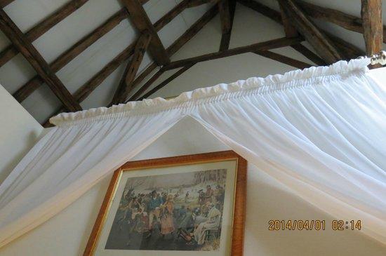 Hotel Jan Brito : 3階の屋根裏部屋の天井