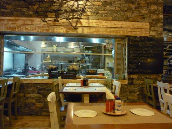 Pantopoleion Geuseon: Open view of the kitchen