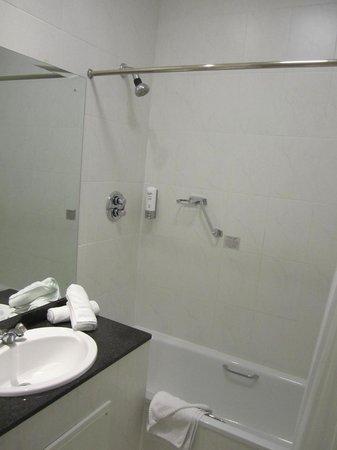 Breaffy House Resort: Bathroom