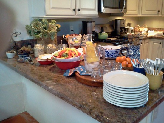 Poston House Inn: The breakfast spread