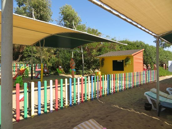 Belconti Resort Hotel: Площадка на пляже