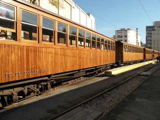 Tranvía de Sóller: The train leaving Palma