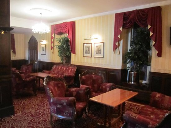 Breaffy House Resort: The lounge