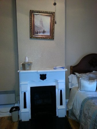 Express St. James Hotel: The mantle & fireplace in the kids' room (Wyatt Earp room)