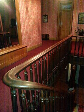 Express St. James Hotel: Upstairs banister