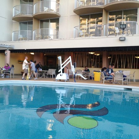Aston Waikiki Beach Hotel: This thing lowers disabled people into pool
