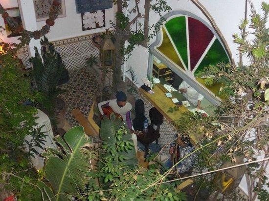 Caravane Cafe : la cour intérieur .