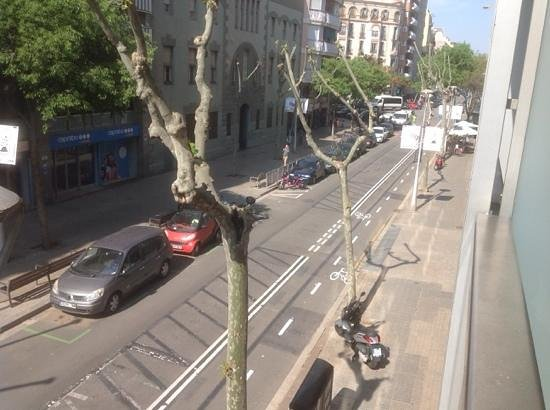 Castro Exclusive Residences & Spa Sagrada Familia: Street View Outside Apt - Caprabo is Supermarket across the street