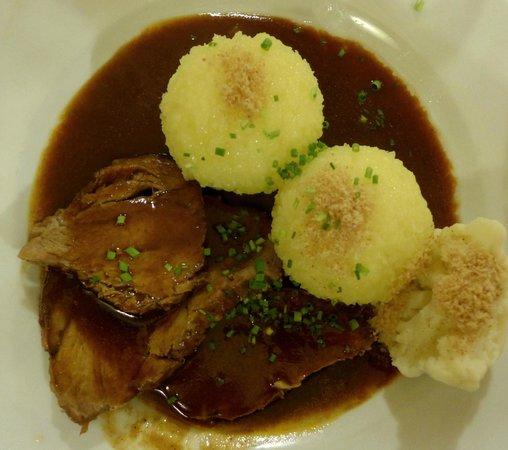 Gasthaus Sonne: Schweinebraten vom Schwäb.-Hallischen Landschwein mit den besten Kartoffelklössen ever