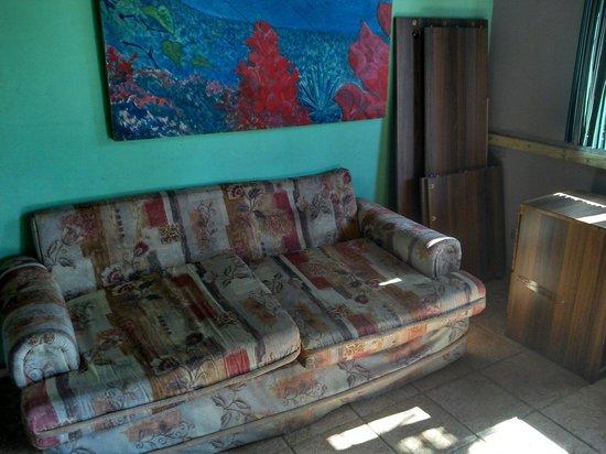 El Faro Beach Hostel : Community Area of Private Rooms