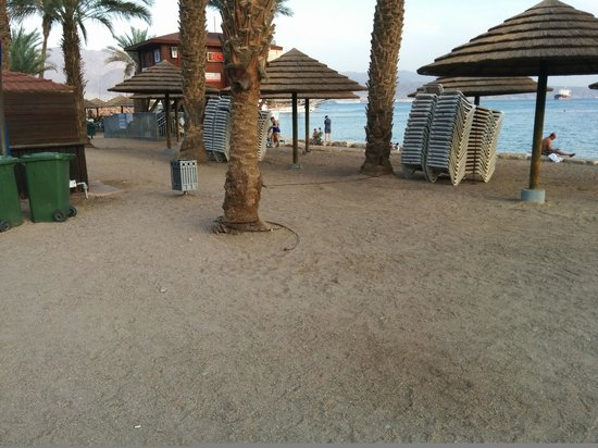 Leonardo Plaza Hotel Eilat: That is quite a narrow beach in front of the hotel