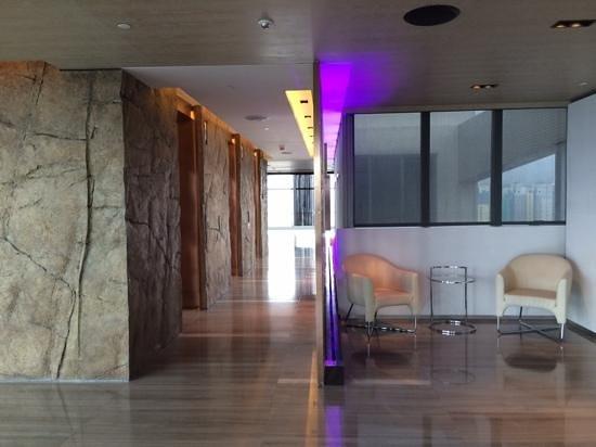 L'hotel elan: Lobby at Lv35 reception
