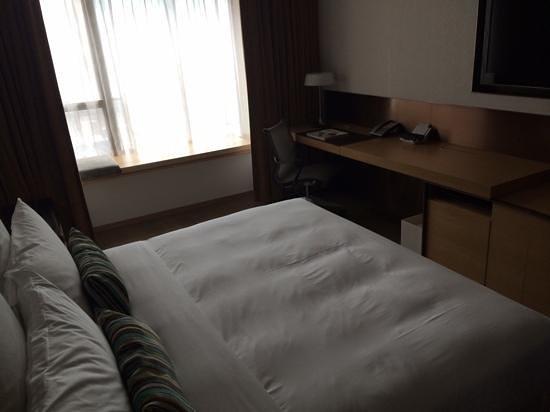 L'hotel elan: Spacious room