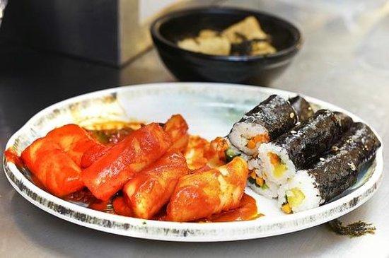 Gwangjang Market : Lots of traditional korean food can be found here