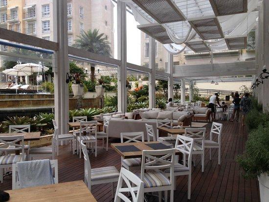 Il Campanario Villaggio Resort: Área de restaurante ao ar livre, muito agradável