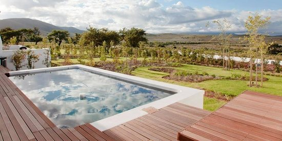 PenHill Manor and Self-Catering Cottages: Pool alongside The Fruit Varn