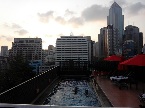 Hotel Solo Sukhumvit 2: Rooftop Pool