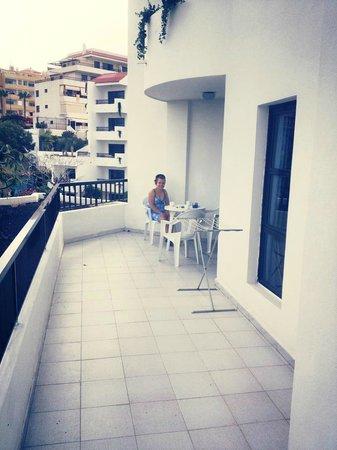 Apartamentos Aguamar: Massive balcony, all day sun