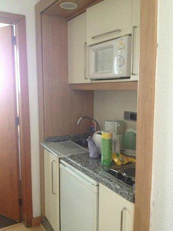 Apartamentos Aguamar: kitchen