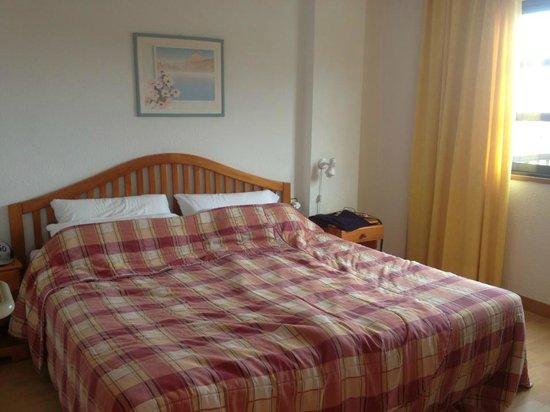 Apartamentos Aguamar: bedroom