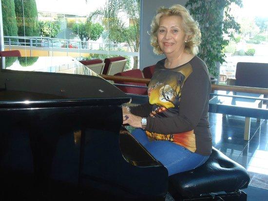 Aqua Hotel Onabrava & Spa: En la zona ludica junto al piano