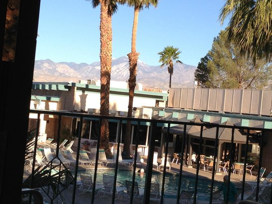 Desert Hot Springs Spa Hotel: San Jacinto mountain range