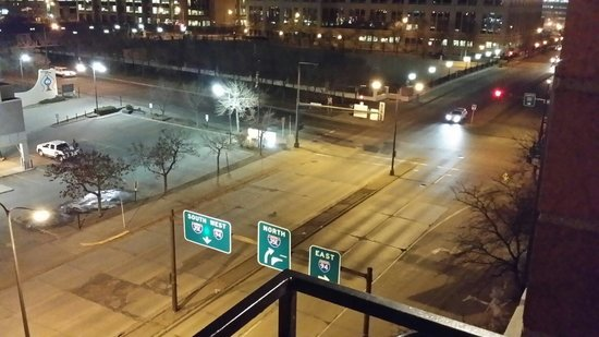 Embassy Suites by Hilton St. Paul - Downtown: This is what was right outside of our window when management expected us to open a window instea