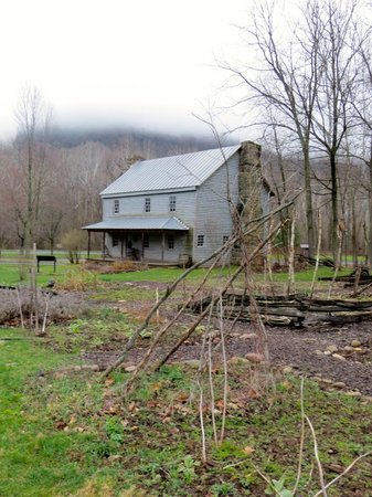 Seneca Rocks State Park: Heritage Rustic Home with Seneca Rocks in the Background
