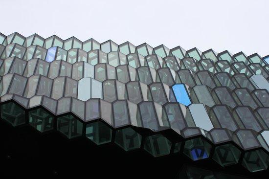 Harpa Reykjavik Concert Hall and Conference Centre: Harpa Konzerthaus - Seitenansicht