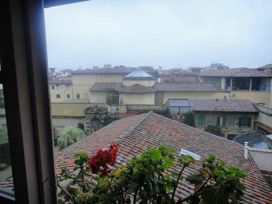 Hotel Loggiato dei Serviti : The view from room 303 overlooking the rotunda where the statue of David stands