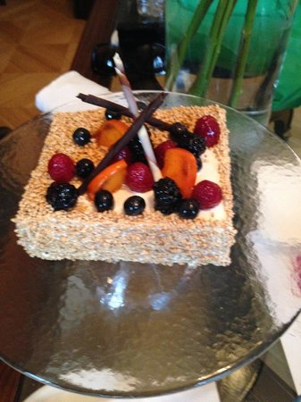 Taleon Imperial Hotel: Hotel's Cake, which was given for my wife's birthday (complimentary)