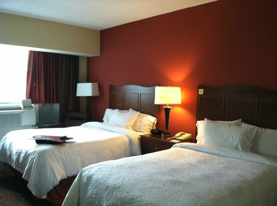 Hampton Inn Philadelphia Center City - Convention Center: Note on headboard says that my linens are clean...