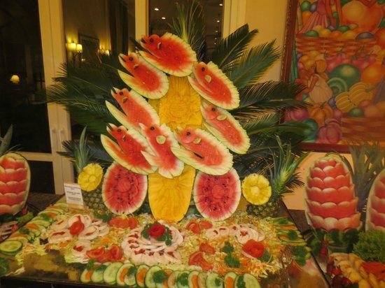 ClubHotel Riu Bambu: Watermelon sculpture