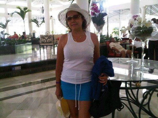 Grand Bahia Principe El Portillo : sixta aquino en el lobby del gran bahia principe el portillo