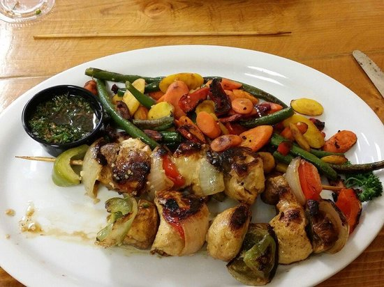 Dan's Grill: Chicken Kabobs with grilled veggies!! Unbelievably delicious!