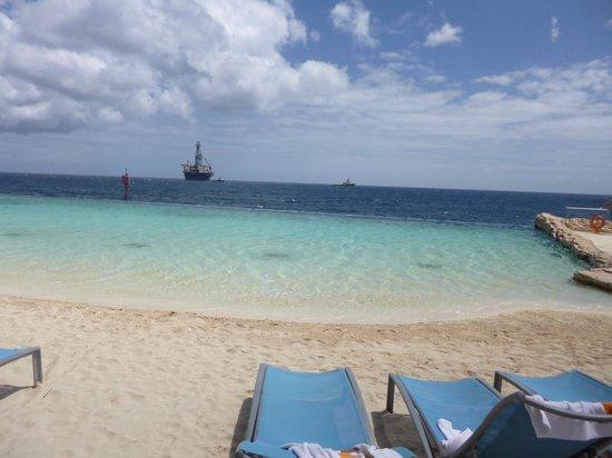 Renaissance Curacao Resort & Casino: piscina que se proponga en el mar.