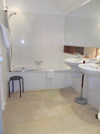 Chateau de la prade: Bathroom