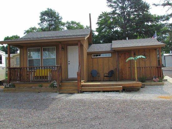 Scenic View Motel & RV Park: Our cozy cabin