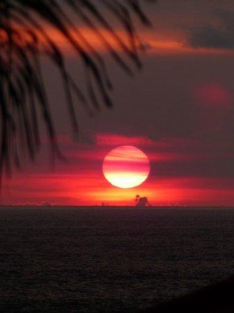 Legian Beach Hotel: Sonnenuntergang vom Hotelgelände gemacht