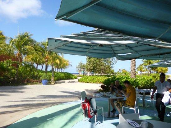 Renaissance Curacao Resort & Casino : terraza, otra opción para desayunar
