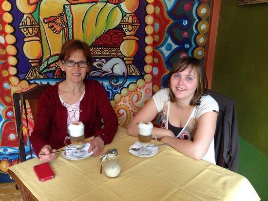 Cafe Hood: Mmmmhhhh Nice capocinno!
