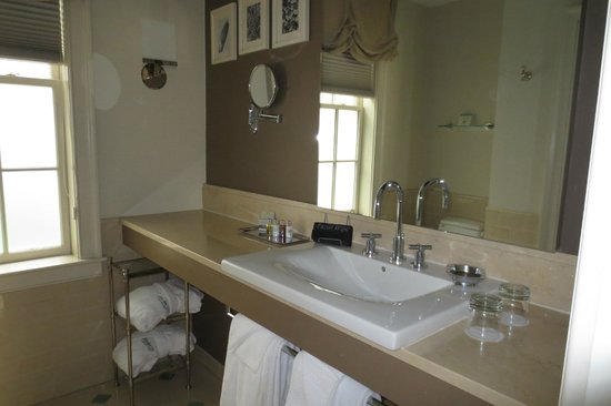 Rittenhouse 1715, A Boutique Hotel: Bathroom (Room 211)